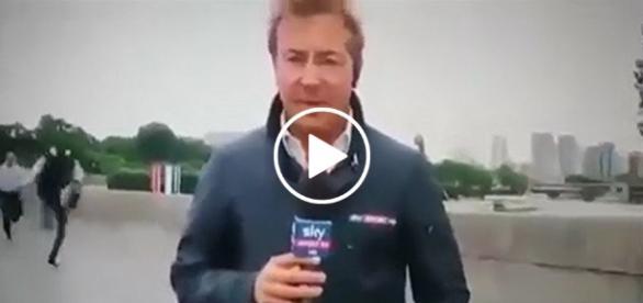 Uciekający przed sprawiedliwością policjant wpadł w kadr telewizyjnej relacji na żywo.