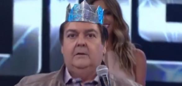 Faustão causou gargalhadas ao usar coroa