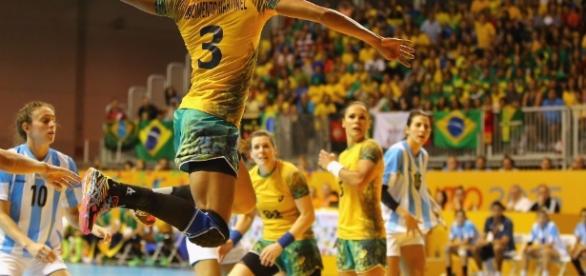Brasil x Holanda: assista ao jogo de handebol feminino ao vivo na TV e na internet