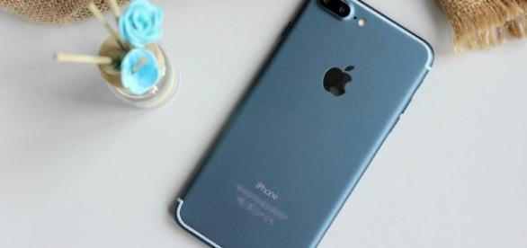 Iphone 7 bleu avec mode charge rapide
