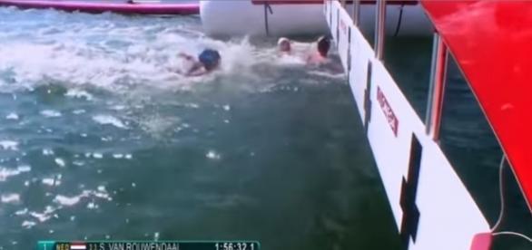 Nadadora francesa prejudica italiana e perde medalha