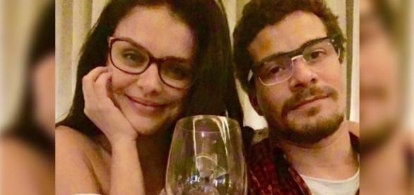 Thiago Martins e Paloma Bernardi afirmam que estão bem