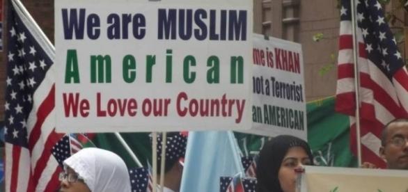 Una manifestazione della folta comunità islamica statunitense