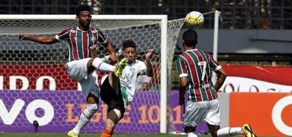Renato Chaves em ação contra o América-MG (Foto: Nelson Perez/Divulação FFC)