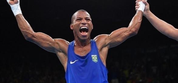 Robson é ouro no boxe e leva Brasil à loucura