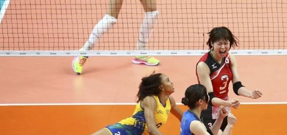 Seleção feminina de vôlei vence a 3ª seguida e garante vaga nas ... - com.br