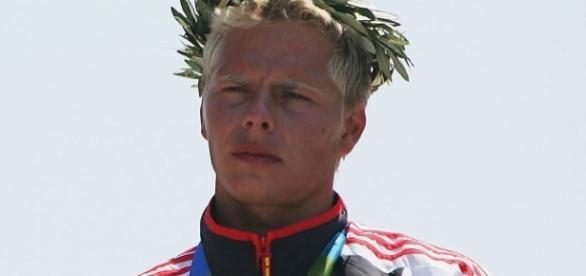 Stefan Henze morre após acidente de carro no RJ e família doa os órgãos.