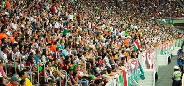 Torcida do Fluminense no Mané Garrincha (Foto: Explosão Tricolor)