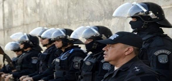 Batalhão de choque chamado para ajudar no complexo prisional de Rio Branco.