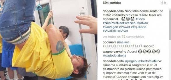 Dado Dolabella se pendura no metrô para protestar