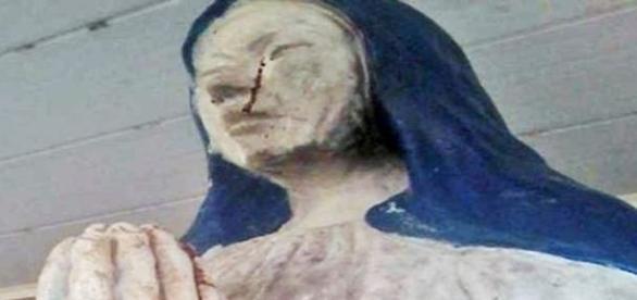 Líquido vermelho escorre pelo olho da Virgem Maria (CEN)