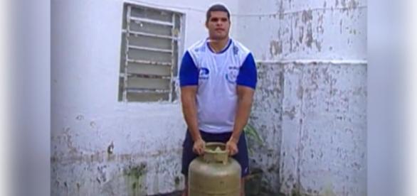 Sem apoio, atleta brasileiro usava botijão de gás para treinar