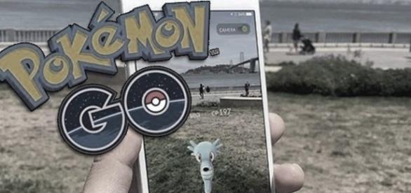 Imagen de un jugador usando Pokemon Go