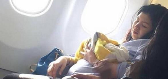 Mãe entra em trabalho de parto e bebê nasce em pleno voo