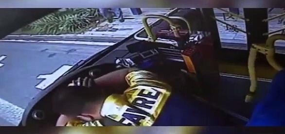 Motorista teve ataque fulminante e vem a óbito no volante do ônibus em que dirigia