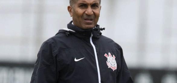 Técnico Cristóvão Borges se irrita com postura da torcida.