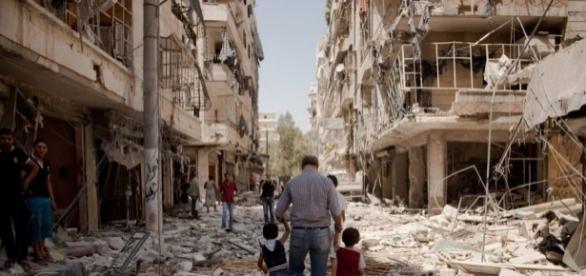Aleppo assediata, nella Siria bombardata situazioni estreme per civili e bambini