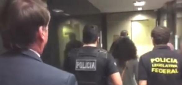Após xingarem Bolsonaro, militantes foram para delegacia (Foto: Reprodução)