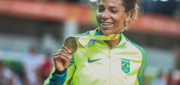 Campeã: Rafaela Silva garante primeiro ouro do Brasil nas Olimpíadas - metropoles.com