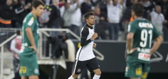 Lucca pode ser testado como centroavante contra o Atlético-PR nesta quarta