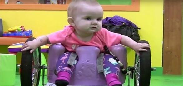 A pequena Evelyn é um exemplo de força e superação