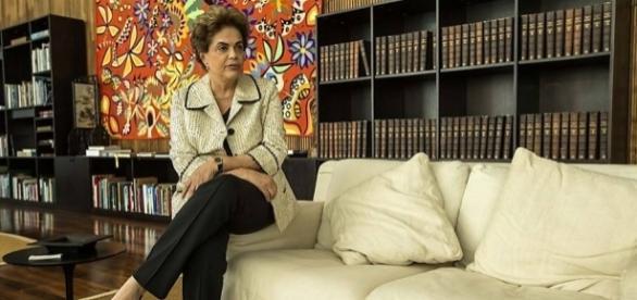 Dilma reside no Palácio do Alvorada e aguarda julgamento final de impeachment