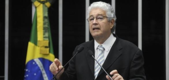 Senador Roberto Requião ataca os próprios dirigentes do seu partido, o PMDB