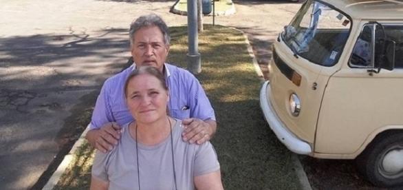 Casal se reencontra após 40 anos e viaja pelo Brasil de Kombi