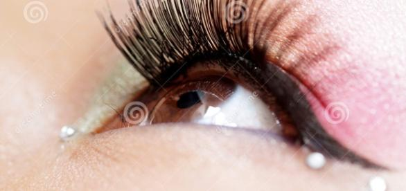 From dreamstime.com (copyright free eye makeup image)