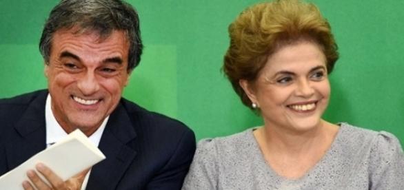 José Eduardo Cardozo e Dilma Rousseff (Foto: Evaristo Sá/AFP)