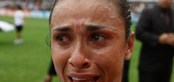 Marta chora após derrota da seleção