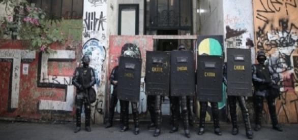 Polícia descobriu quartel do PCC no prédio (Foto: Zanone Fraissat/Folhapress)