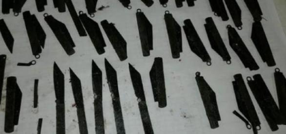 Estos son os cuchillos que estaban en el estómago.