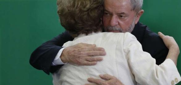 Ex-presidente Lula e presidente afasta Dilma, estão na mira das investigações no STF