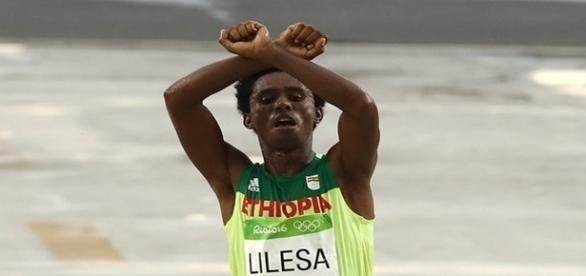 Feyisa Lilesa protestanto na maratona