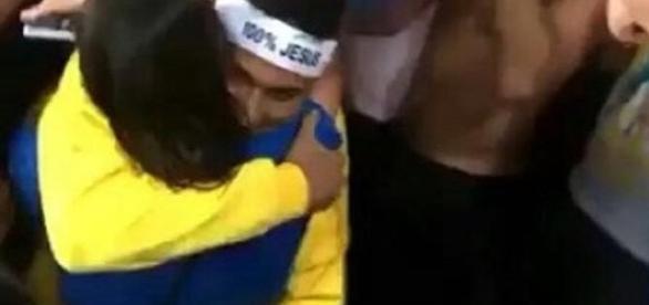 Neymar comemora o ouro olímpico ao lado de Bruna Marquezine