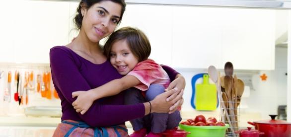 Bela Gil com a filha, Flor: alimentação e conscientização em primeiro lugar