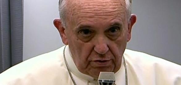 Papa Francisco lamentou o terremoto na Itália