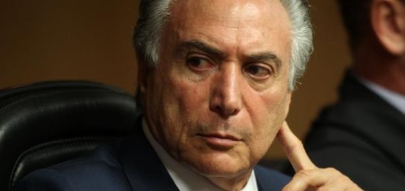 Peemedebista busca ampliar número de votos prevendo possíveis baixas após pronunciamento de Dilma na segunda-feira (29).