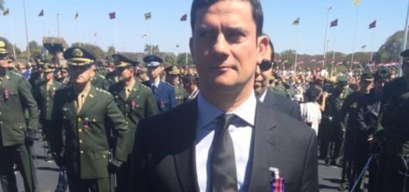 Juiz Sérgio Moro recebe homenagem do Exército