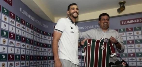 Com vínculo de quatro anos, Henrique Dourado quer títulos pelo Fluminense (Foto: Arquivo)