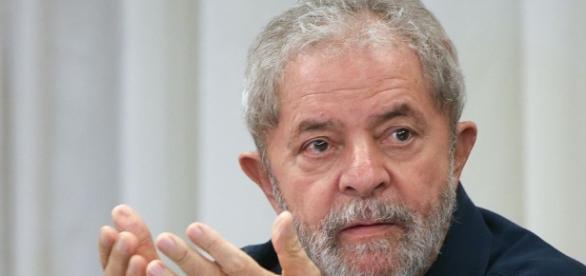 Ex-presidente Lula é alvo de contradição em depoimento
