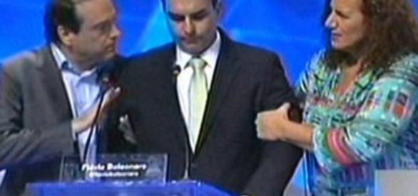 Flávio Bolsonaro passa mal em debate