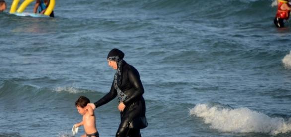 French burkini ban: Businessman pays women's fines - CNN.com - cnn.com