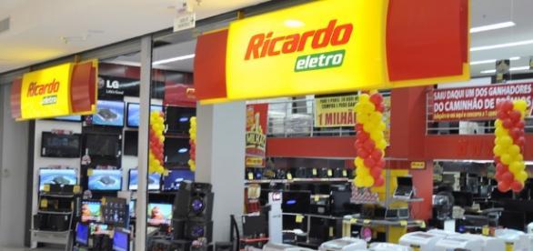 Ricardo Eletro abre vagas em várias unidades