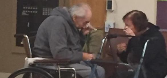 This photo of a couple saying goodbye is breaking hearts | KUTV - kutv.com