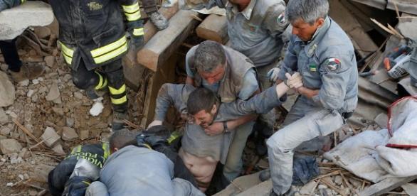 El terremoto ha causado ya más de 280 víctimas mortales