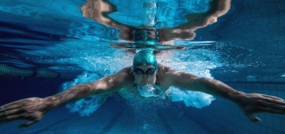 Esportes aquáticos são bons para manter a forma