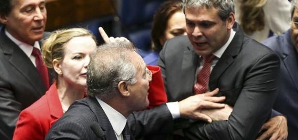Renan chegou a empurrar Lindbergh Farias