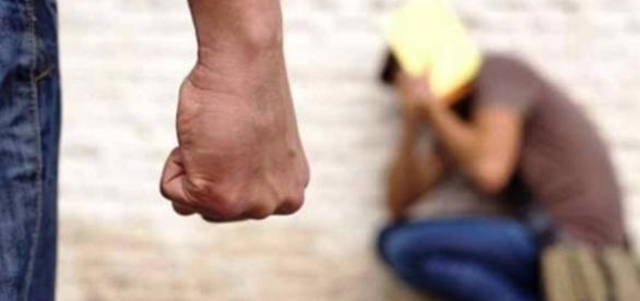 Adolescente terá sido agredido por amigo que o andava a perseguir há algum tempo